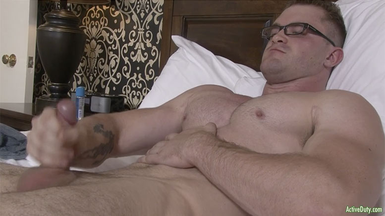 Usa college boy getting his big dick sucked - 5 6